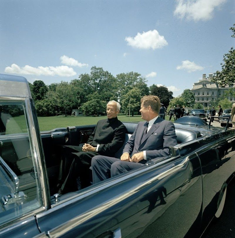 23 JFK-And-President-Of-India-In-Presidential-Limousine-At-White-House-June-4th-1963.jpg