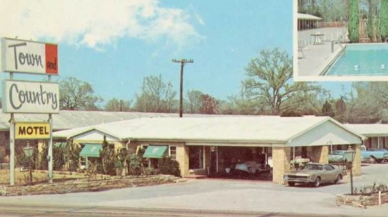 16 CM Town Country Motel