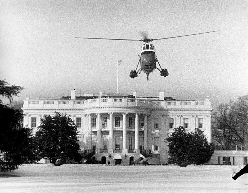 44a Jackie-And-Caroline-Kennedy-Depart-White-House-Via-Helicopter-2-10-61.jpg