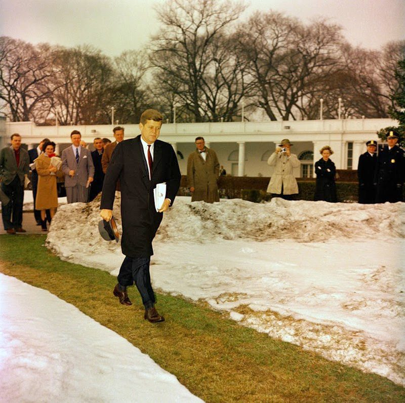 44c JFK-Walks-To-Helicopter-On-South-Lawn-Of-White-House-2-11-61
