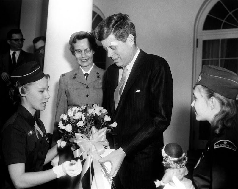 44o JFK-Meets-With-Girl-Scouts-3-16-61