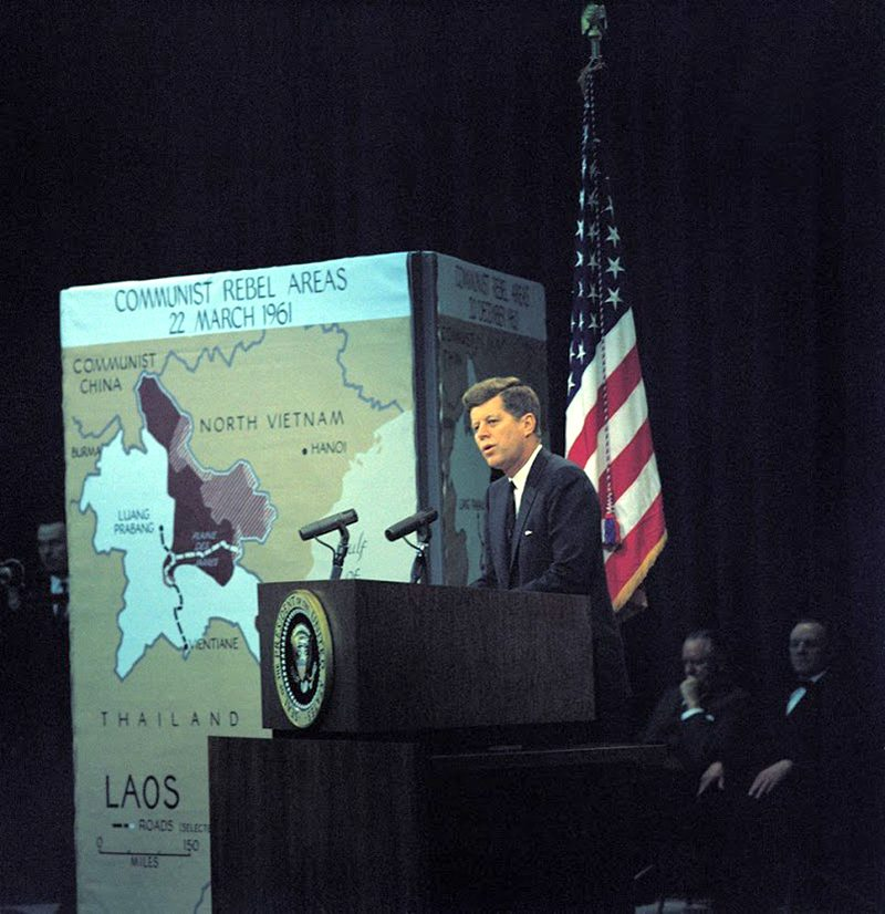 44q JFK-Press-Conference-3-23-61--04