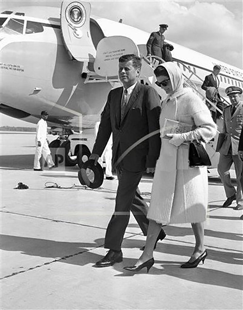 52d JFK and Jackie return from Palm Beach.jpg