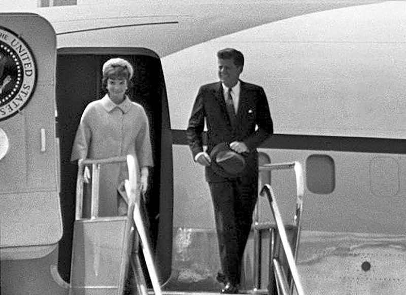59 Jack and Jackie leave for Paris