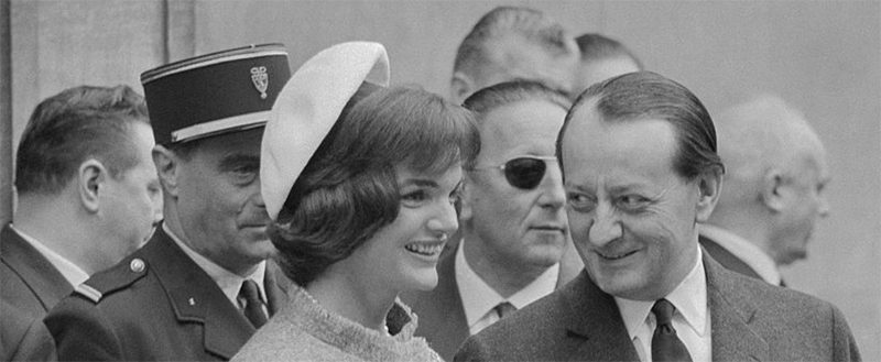 61 Jackie with cultural minister in paris