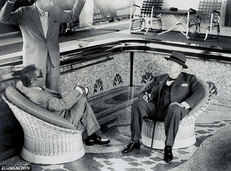 48 Churchill meets Onassis
